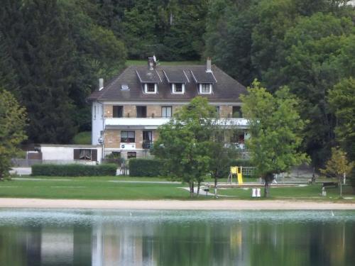 Hotel Restaurant La Chaumiere du Lac : Hotel near Conliège
