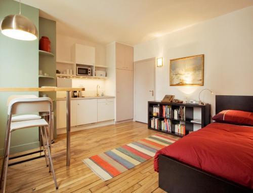 Home in La Défense : Apartment near Puteaux