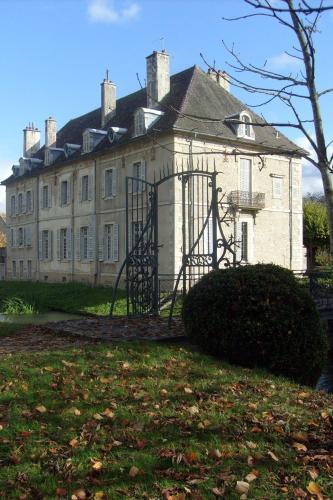 Château De Serrigny : Bed and Breakfast near Corgoloin