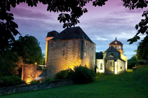 Chateau de Lissac : Guest accommodation near Saint-Cernin-de-Larche