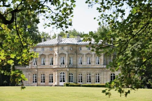 Château De La Motte Fenelon : Hotel near Ribécourt-la-Tour