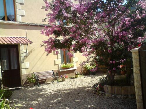 Les Trois Puits : Bed and Breakfast near Saint-Cyr-la-Lande