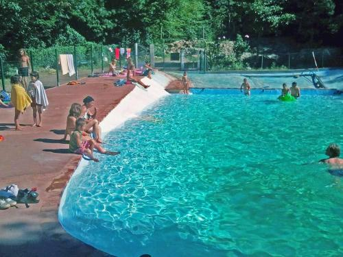 Camping le P'Tit Bonheur : Guest accommodation near Escaro