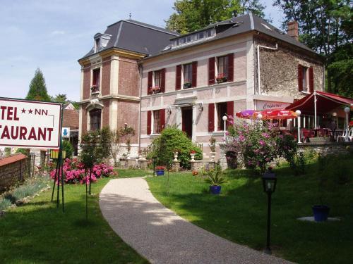 Hotel Restaurant La Musardiere : Hotel near Berthenonville