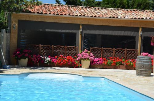 Gîtes Vignerons Domaine Borie Neuve : Guest accommodation near Aigues-Vives