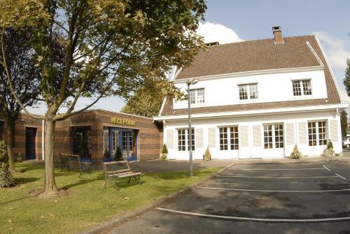 Hôtel Agena : Hotel near Vendeville