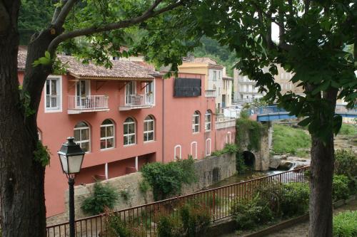 Hôtel Hostellerie de Rennes-les-Bains : Hotel near Antugnac
