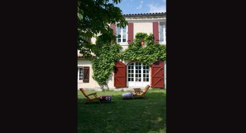 Domaine de Perry : Bed and Breakfast near Ajac