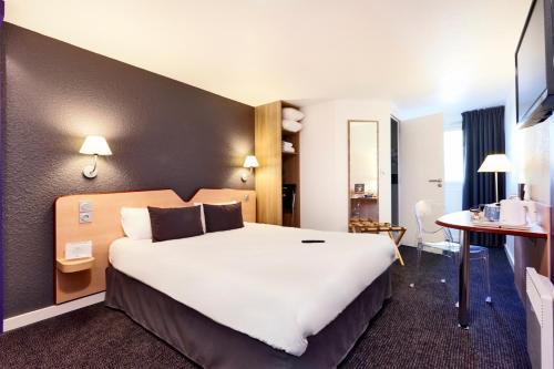 Kyriad Hotel Laval : Hotel near Montigné-le-Brillant