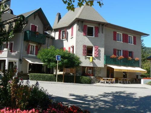 La Chaumière Savoyarde : Hotel near Aviernoz