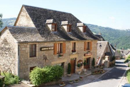 Auberge du Lac : Hotel near Saint-Laurent-d'Olt