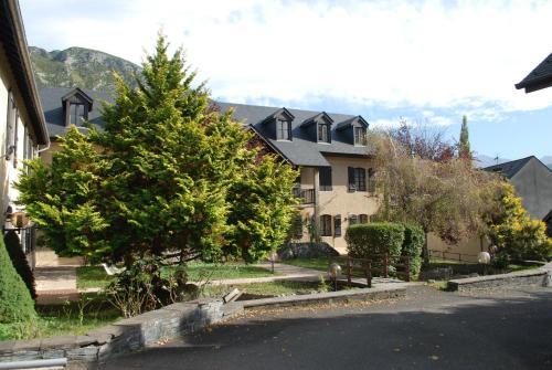 Hôtel Les Marquises - Gentianes : Hotel near Aspin-en-Lavedan
