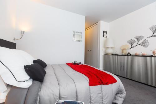 Junior Suite Paris Tour Eiffel : Guest accommodation near Paris 16e Arrondissement