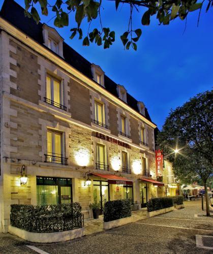 Hôtel Les Remparts : Hotel near Saint-André-d'Allas
