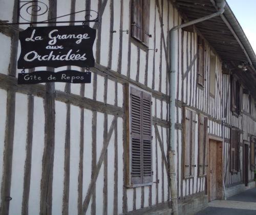 La Grange aux Orchidées : Guest accommodation near Dommartin-sous-Hans