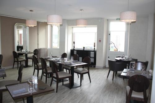 Hotel des Voyageurs : Hotel near Loubigné