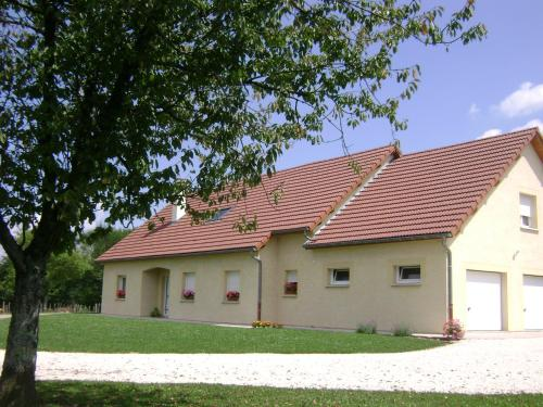 La ferme de la Velle : Bed and Breakfast near Saulles