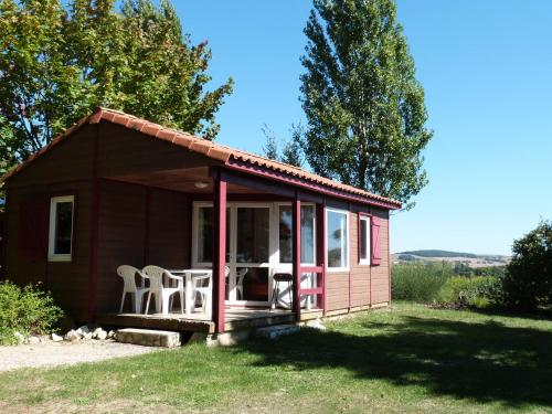 Les Chalets des Mousquetaires : Guest accommodation near Tourrenquets