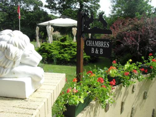 La Chevallerie : Bed and Breakfast near Saint-Georges-de-Reintembault