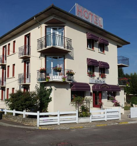 Hôtel Le Saint Rémy : Hotel near La Charmée