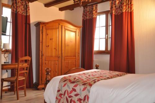 Hôtel-Restaurant A La Couronne : Hotel near Kurtzenhouse