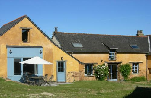 Chambres d'hôtes La Penhatière : Bed and Breakfast near Lohéac