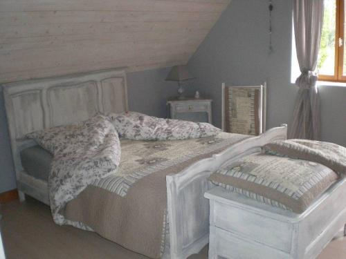 La Maison Du L.A.C. : Bed and Breakfast near Saint-Usuge
