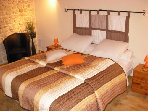 Chambres D'Hotes La Maison Des Chiens Verts : Bed and Breakfast near Izenave