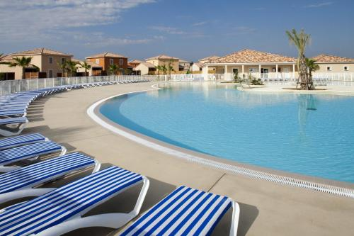 Le Domaine du Golf*** by Ateya Vacances : Resort near Cournonsec
