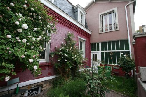 La Maison Rouge : Bed and Breakfast near Ivry-sur-Seine