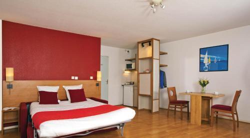 Séjours & Affaires Lyon Saxe-Gambetta : Guest accommodation near Lyon 7e Arrondissement