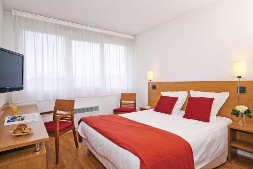 Séjours & Affaires Lyon Saint-Nicolas : Guest accommodation near Lyon 8e Arrondissement