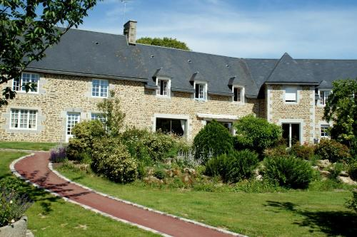 Le Relais Postal : Bed and Breakfast near Coulouvray-Boisbenâtre