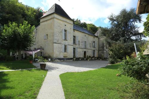Château de Courtebotte : Guest accommodation near Saint-Aubin-de-Branne