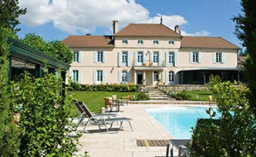 Chateau Du Mont Joly : Hotel near Bousselange