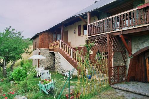 Les Tinons : Guest accommodation near Montclar