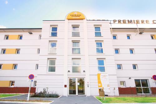 Premiere Classe Lisieux : Hotel near Fauguernon