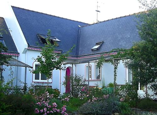 La Mare aux Libellules : Bed and Breakfast near Besné