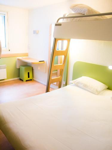 ibis budget Angoulême Centre : Hotel near Garat