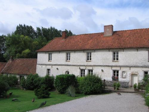 Manoir Francis : Bed and Breakfast near Saint-Denœux