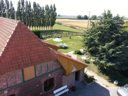 Gîte de La Ferme des Crins Blancs : Guest accommodation near Wardrecques
