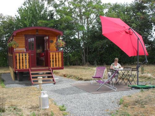 Les Roulottes de La Ferme Chauvet : Guest accommodation near Parcé-sur-Sarthe