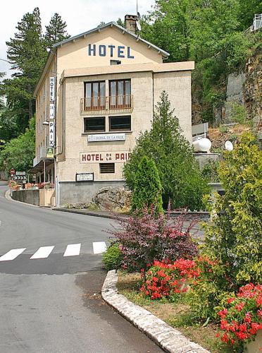 Logis Hôtel de la Paix : Hotel near Cournols