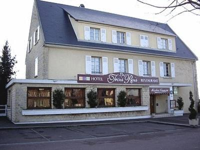 Logis Hotel Les Trois Rois : Hotel near Courvaudon