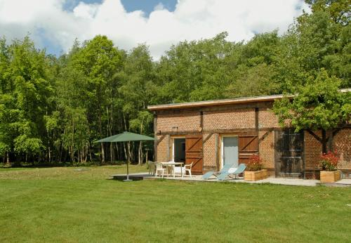 Gite Domaine de la Mésange : Guest accommodation near Fresnay-le-Samson