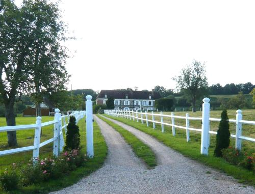 Domaine De La Fromagerie : Bed and Breakfast near Le Mesnil-Guillaume