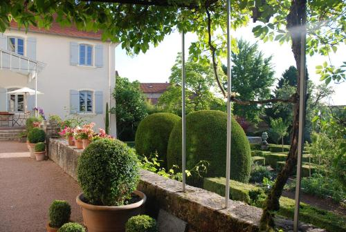Demeure Bouquet : Guest accommodation near La Bénisson-Dieu