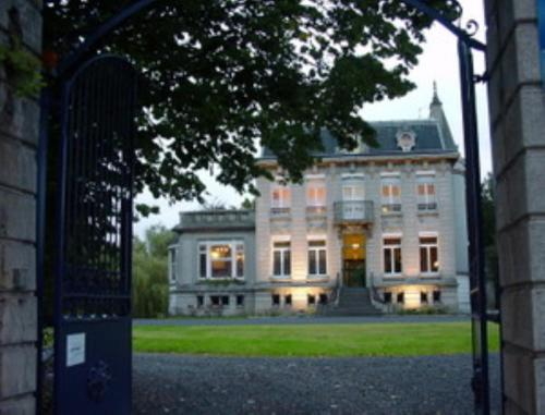 Au Château Des Thermes : Bed and Breakfast near Mortagne-du-Nord
