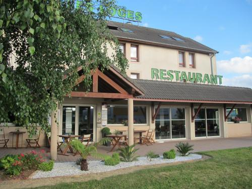 Hôtel-Restaurant Les Loges : Hotel near Chantepie
