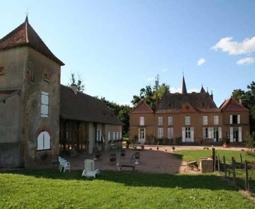 Chambres d'hôtes du Lac : Bed and Breakfast near Neuilly-en-Donjon